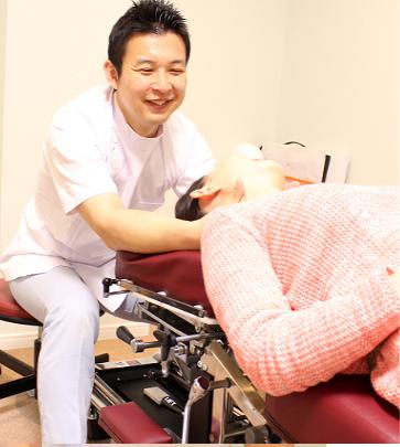 レントゲン写真に写る歪みを確認して、正確に矯正治療を施術