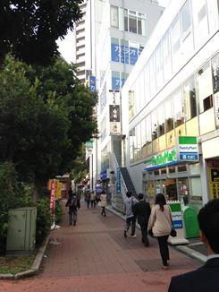 関内駅から馬車道へ出る
