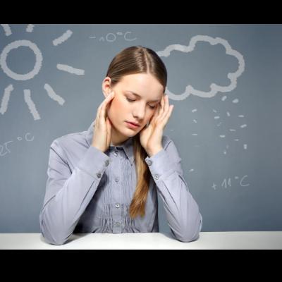 天候の変化によってカラダがだるくなったり、頭痛や肩コリが出たり、最悪の場合に寝込む
